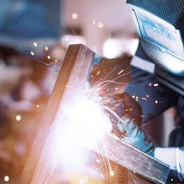 Abbildung eines Schweißers für das Geschäftsfeld: Anlagen- & Maschinenbau